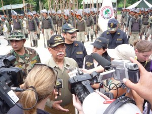 Ministro del Interior, Octavio Salazar felicitó el esfuerzo de los trabajadores del CORAH, aún a costa de sus vidas y de los efectivos de la policía antidrogas