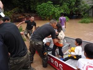 Policía Nacional y Ejército Peruano cumplen importante labor de rescate